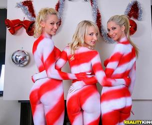 [WeLiveTogether.com / RealityKings.com] Sammie Rhodes, Lux Kassidy & Ashley Jane (Christmas cheer / 23.12.10) [2010g., Blonde, Lesbo, Piercings, Shaved, Threesome, White, 1080p]